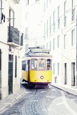 Quadro bonde antigo amarelo nas ruas de Lisboa, Portugal