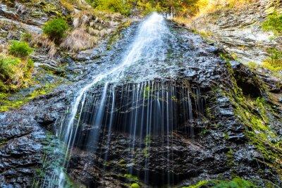Quadro Cachoeira na floresta selvagem