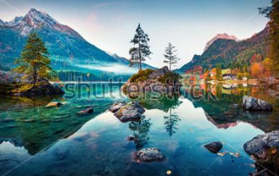 Quadro Cena bonita do outono do Lago Hintersee. Foto colorida da manhã de verão na beira austríaca, Alemanha, Europa. Beleza do conceito de natureza.