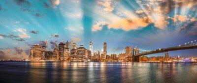 Quadro Céu dramático sobre Ponte de Brooklyn e Manhattan, noite panorâmica