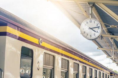 Quadro Classic urban analog clock in train station terminal. Concept photo of time, appointment, deadline, meeting, business, travel and schedule..