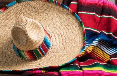 Quadro Cobertor serape mexicano e Sobrero no fundo amarelo com policial