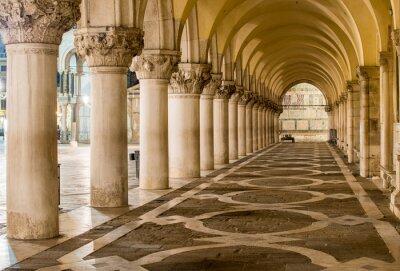 Quadro Colunas antigas em Veneza. Arcos na Piazza San Marco, Veneza