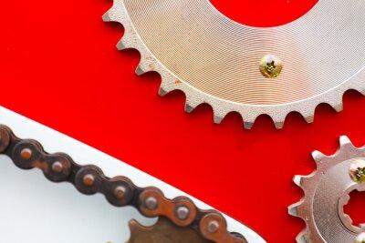 Quadro Correntes de rolos com rodas dentadas para motocicletas em fundo vermelho