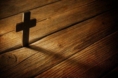 Quadro Cruz de madeira no fundo de madeira