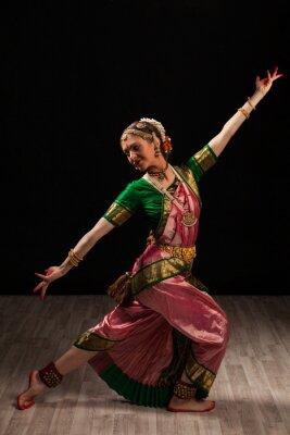 Quadro Dançarino bonito da menina de indiana Bharatanatyam dança clássica