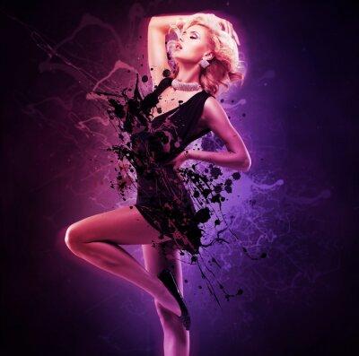 Quadro Dançarino bonito da menina no vestido preto na pose creativa sobre a arte