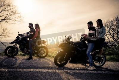 Quadro Dois, motos, dirigindo, natureza amigos, dirigindo, correndo, motocicletas, namoradas Grupo de bikers, parada, panorâmico, vista, ponto, olhar, sugestivo, pôr do sol