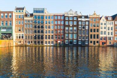 Quadro Edifícios ao longo do Damrak durante o dia em Amsterdão