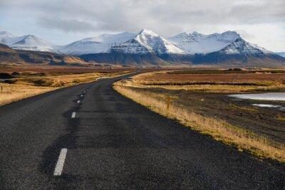Quadro Estrada vazia no início do inverno da Islândia