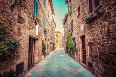 Quadro Estreita rua em uma antiga cidade italiana de Pienza. Toscânia, Italia. Vintage