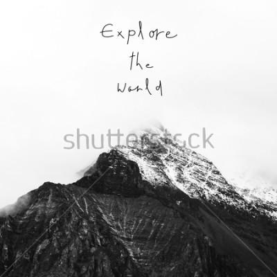Quadro Explore o mundo. Citações inspiradas na montanha da neve na reserva nacional de Yading, condado de Daocheng, provincia de Sichuan, China.