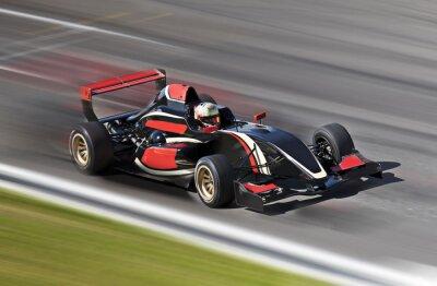 Quadro F1 corridas de carros de corrida em uma pista com borrão de movimento