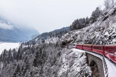 Quadro Famoso trem turístico na Suíça, o Glacier Express no inverno