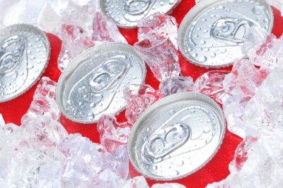 Quadro Feche acima de latas de soda no gelo