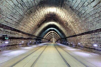 Quadro Ferrovia subterrânea com o movimento do trem, transporte público.