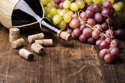 Quadro Fiasco di vino con uva e turaccioli su tavola di Legno