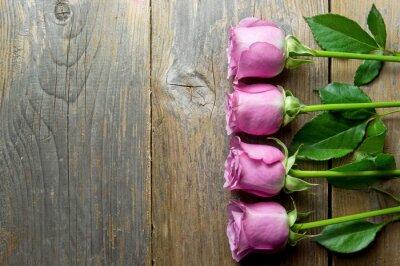Quadro Flores no backround de madeira com espaço para o texto