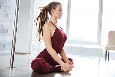 Quadro Focalizado, bonito, mulher, fazer, ioga, estúdio