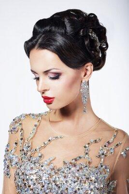 Quadro Formal Parte. Modelo no vestido formal brilhante com jóias