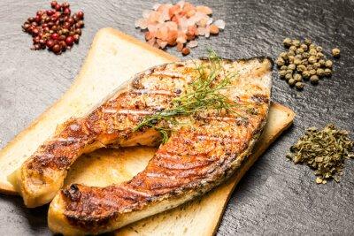 Quadro Grelhados, salmão, faixa, sobre, quentes, pão, fatia, temperos, sobre, ardósia