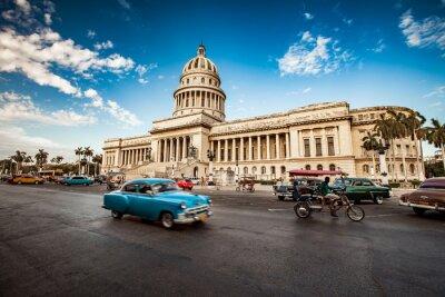 Quadro HAVANA, CUBA - 7 DE JUNHO DE 2011: O carro americano clássico velho monta em f