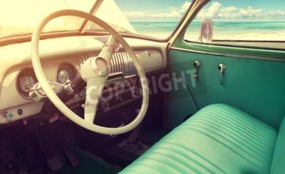 Quadro Interior do carro clássico do vintage - parked beira-mar no verão