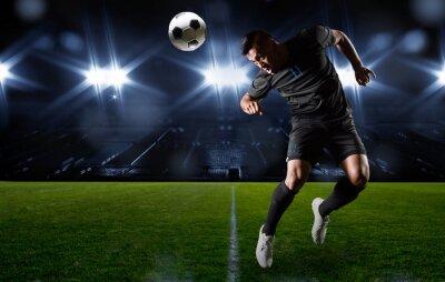 Quadro Jogador de futebol latino-americano que dirige a esfera