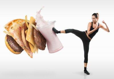 Quadro Jovem Fit lutando contra fast food