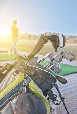 Quadro juventude praticando golfe