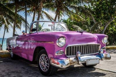Quadro Kuba Varadero Oldtimer parkt in der Nähe vom Strand