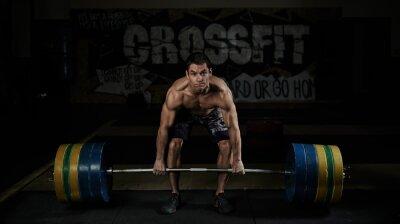 Quadro Levantamento de peso. Esporte. Resistência. Atleta descamisado muscular que levanta o barbell pesado na ginástica.