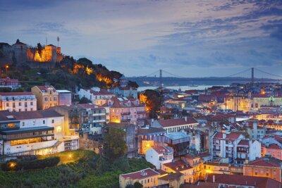 Quadro Lisboa. Imagem de Lisboa, Portugal durante a hora azul do crepúsculo.