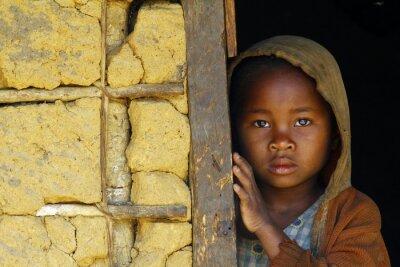 Quadro Madagascar-tímido e menina africano pobre com lenço para a cabeça