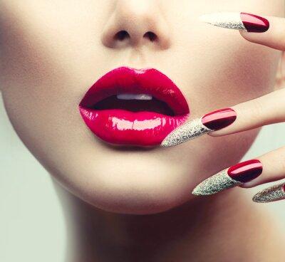 Quadro Maquiagem e Manicure.