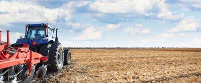 Quadro Máquinas agrícolas trabalham no campo