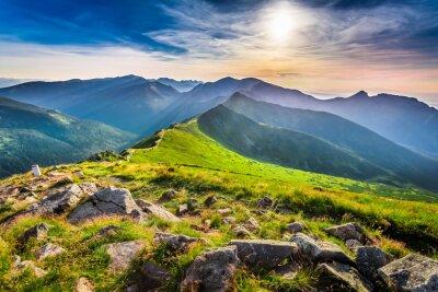 Quadro Maravilhoso pôr do sol nas montanhas no verão