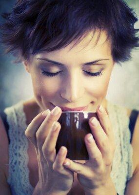 Quadro Menina bonita com chávena de café