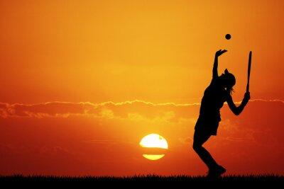 Quadro menina jogando tênis ao pôr do sol