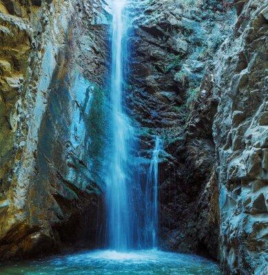 Quadro Millomeris Cachoeira no Rock Cave, montanhas de Troodos