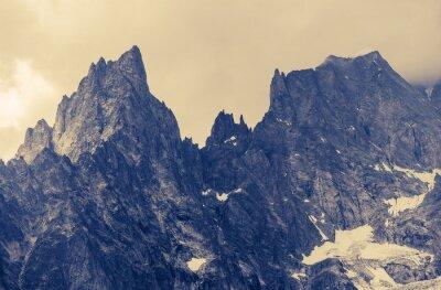 Quadro Montanhas alpinas nebulosas