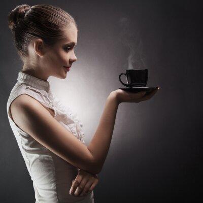 Quadro Mulher atraente, com um café aromático nas mãos