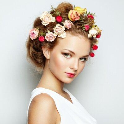 Quadro Mulher bonita com flores. Pele perfeita face. Retrato da beleza