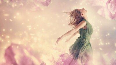Quadro Mulher bonita em uma flor da fantasia peônia cor de rosa