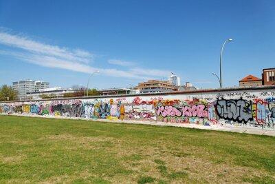 Quadro Mur et pelouse verte. Berlim.