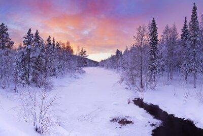 Quadro Nascer do sol sobre um rio no inverno perto de Levi, Lapónia finlandesa