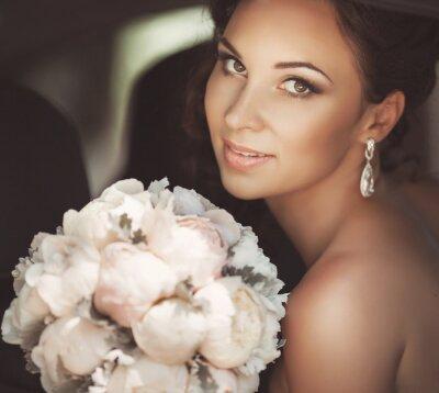 Quadro Noiva bonita no dia do casamento no vestido de noiva. mulher recém-casada