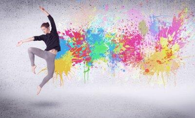 Quadro O dançarino moderno da rua que salta com pintura colorida espirra