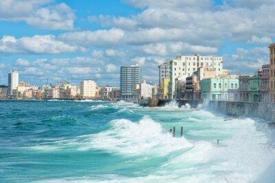 Quadro O horizonte de Havana com ondas grandes no mar
