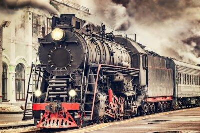 Quadro O trem retro do vapor parte da estação.